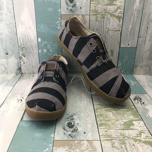 Toms Slip On Canvas Shoes Men's Size 9.5